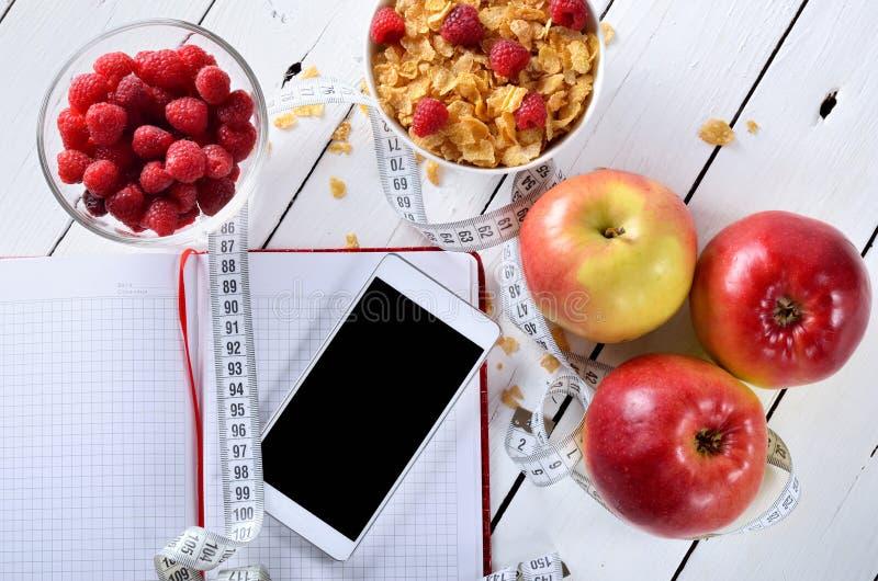 Prima colazione dietetica con frutta fresca e cereale fotografia stock