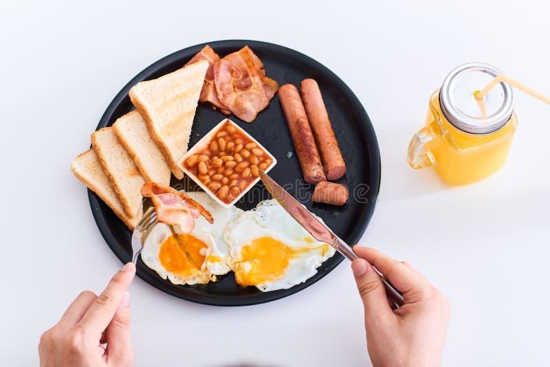 Prima colazione inglese piena tradizionale mangiatrice di uomini immagini stock