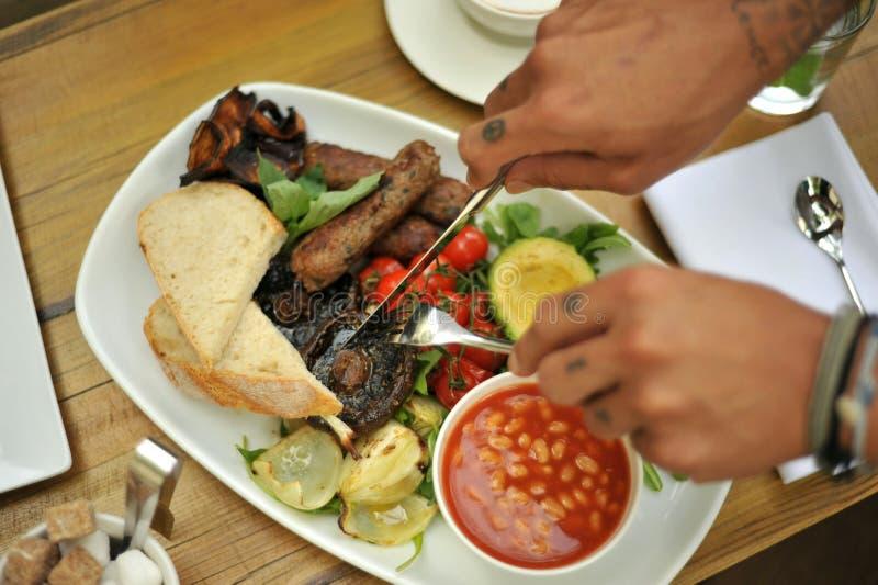 Prima colazione inglese sana del vegano con il pomodoro ed i fagioli fotografia stock