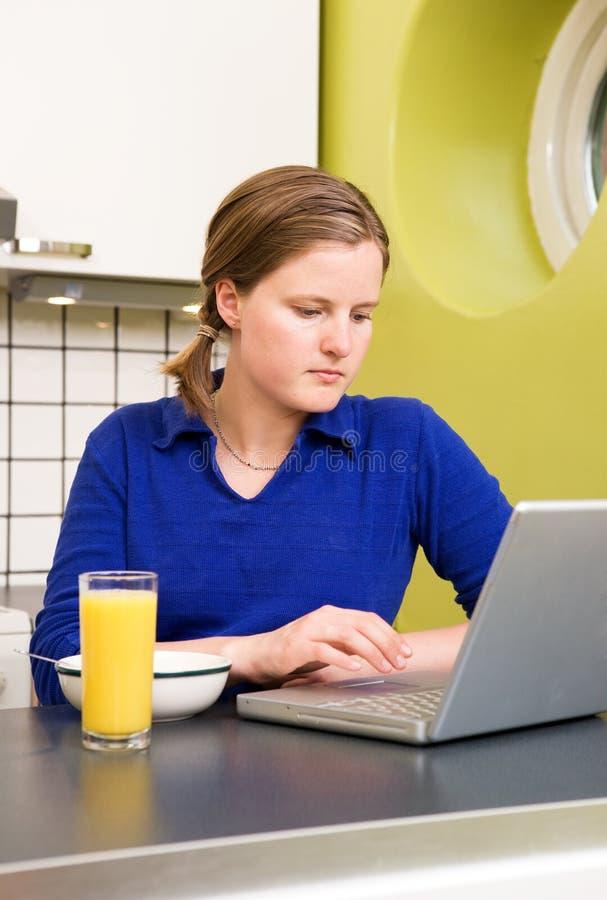 Prima colazione in linea fotografie stock libere da diritti
