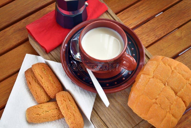 Prima colazione nel paese immagini stock