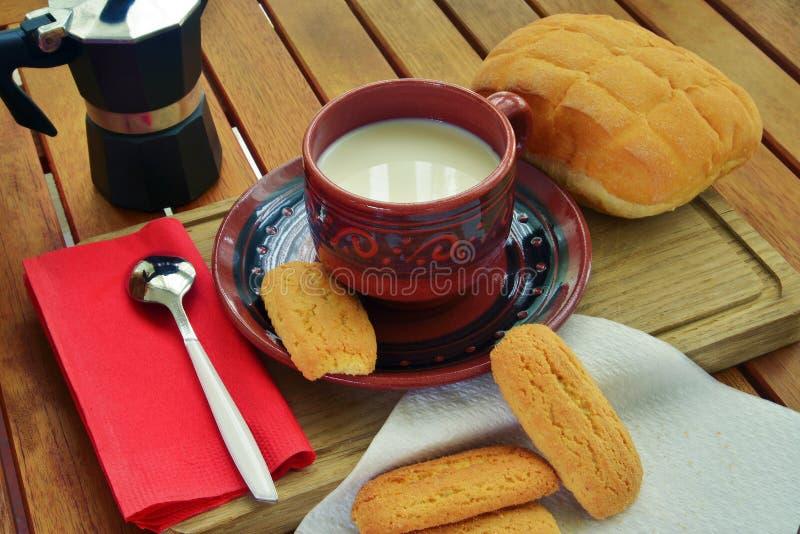 Prima colazione nel paese fotografie stock libere da diritti