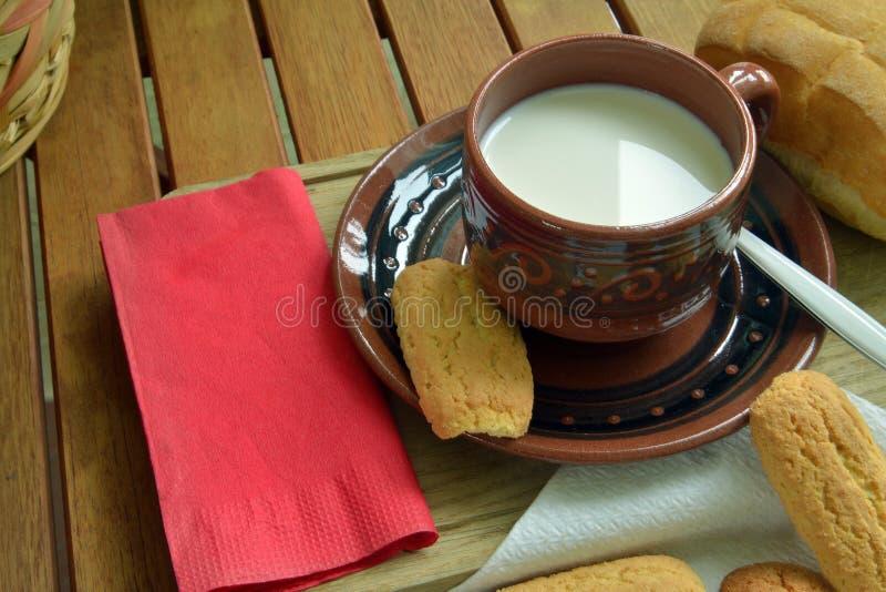 Prima colazione nel paese immagine stock