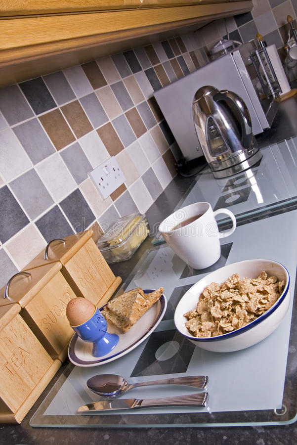 Prima colazione nella cucina fotografie stock