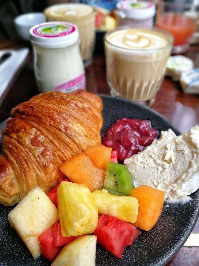 Prima colazione a Parigi fotografie stock