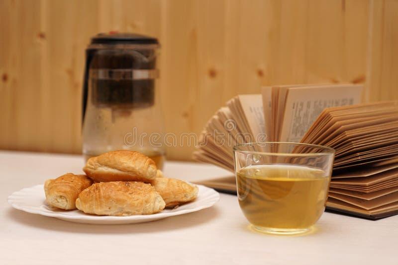 Prima colazione per leggere fotografie stock
