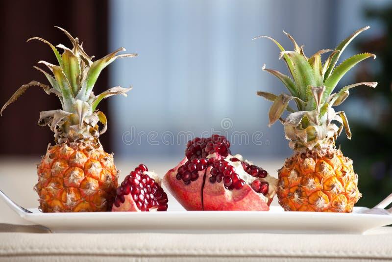 Prima colazione romantica di frutti immagine stock libera da diritti