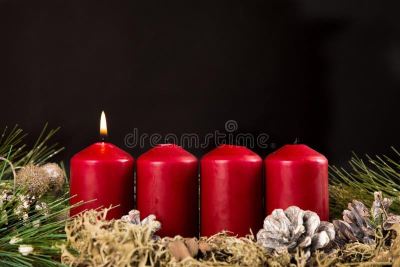 Prima combustione della candela di arrivo fotografie stock libere da diritti