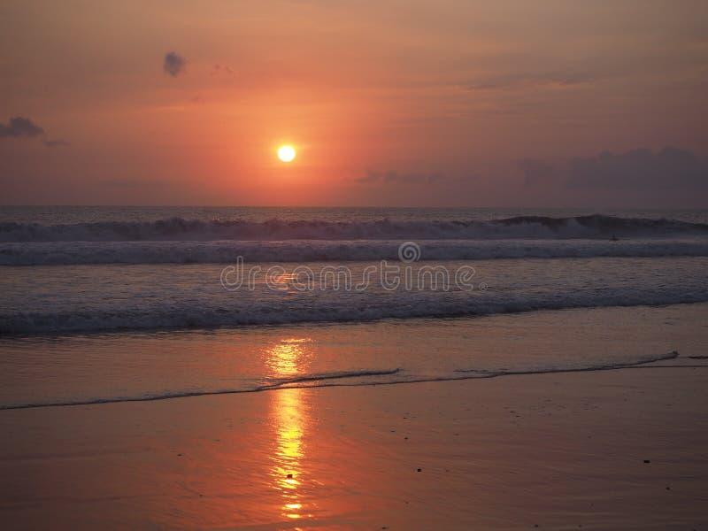 Prima della cauzione di tramonto, l'Indonesia fotografia stock