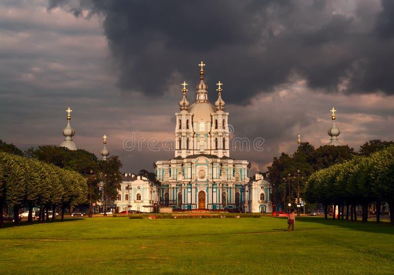 Prima della tempesta a St Petersburg fotografie stock