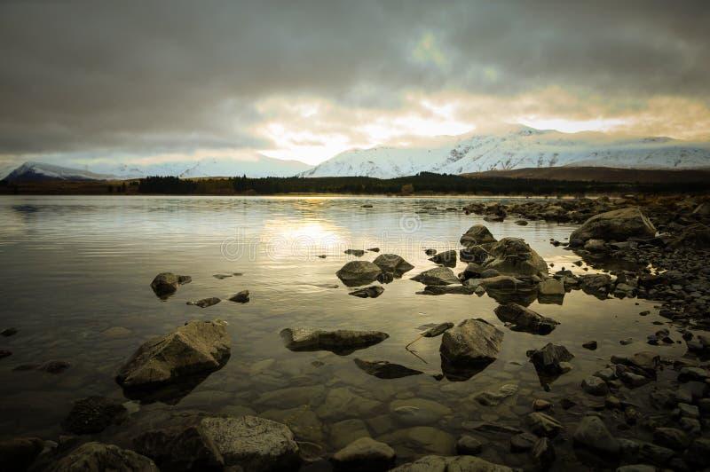 Prima di sunsire ai posti di paradiso in Nuova Zelanda/lago del sud Tekapo/chiesa di buon pastore fotografia stock