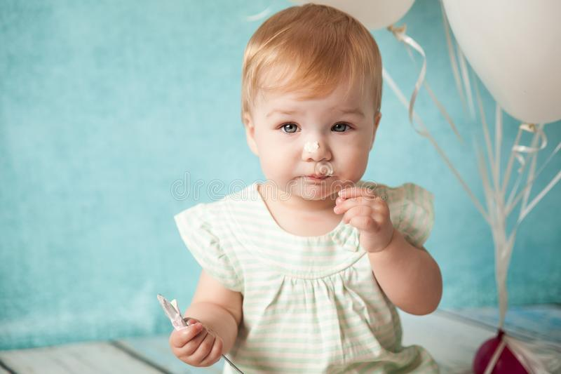 Prima festa di compleanno Bambina sveglia fotografie stock libere da diritti