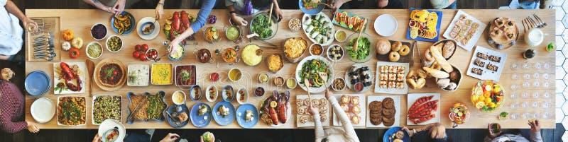 Prima folkmassa för frunch som äter middag matalternativ som äter begrepp arkivbild