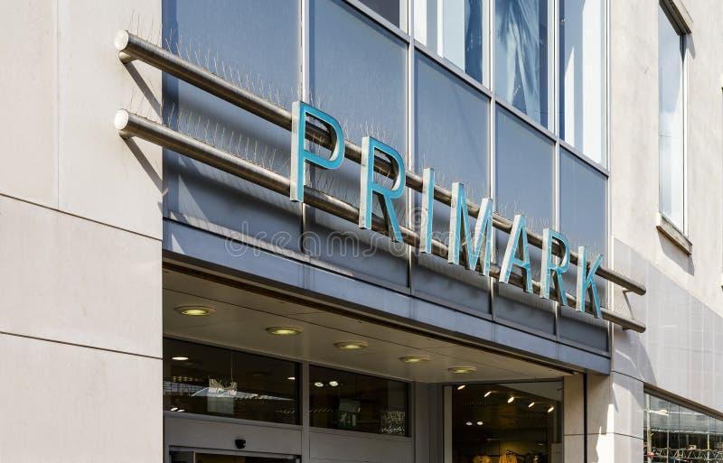Primark Doncaster, England, Förenade kungariket, shoppar yttersida royaltyfri fotografi