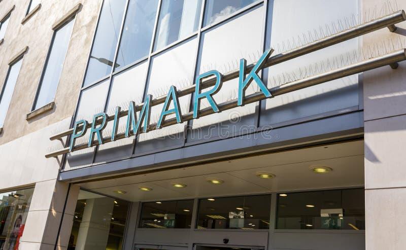 Primark, Doncaster, Inglaterra, Reino Unido, hace compras exterior fotografía de archivo