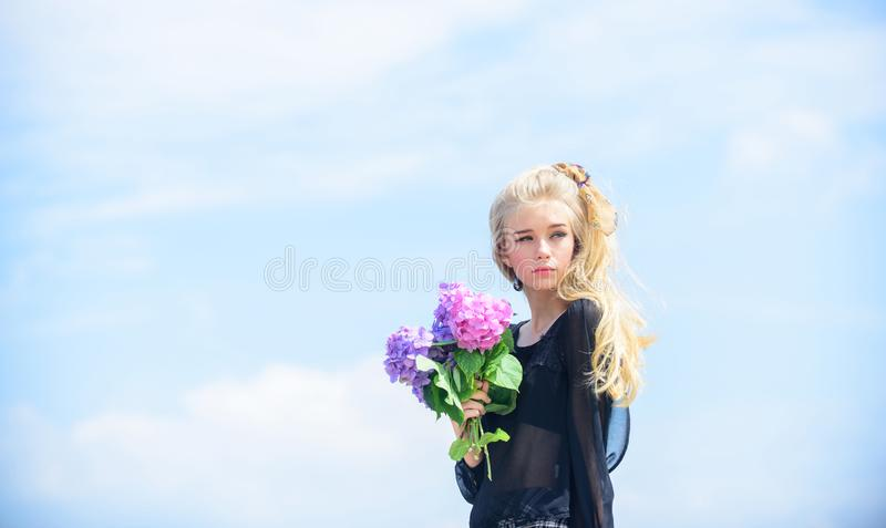 Primavera de la reuni?n con nueva fragancia del perfume Fragancia de la oferta de las flores Estilo del maquillaje y de la moda P imagenes de archivo