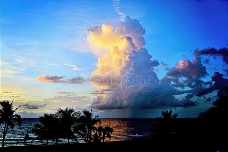 Primavera di colori di alba dal nuovo Sun fuori dalla spiaggia del sud di Florida fotografia stock