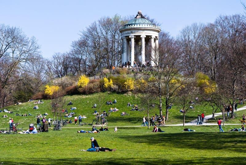Primavera en el jardín inglés - Munich fotografía de archivo