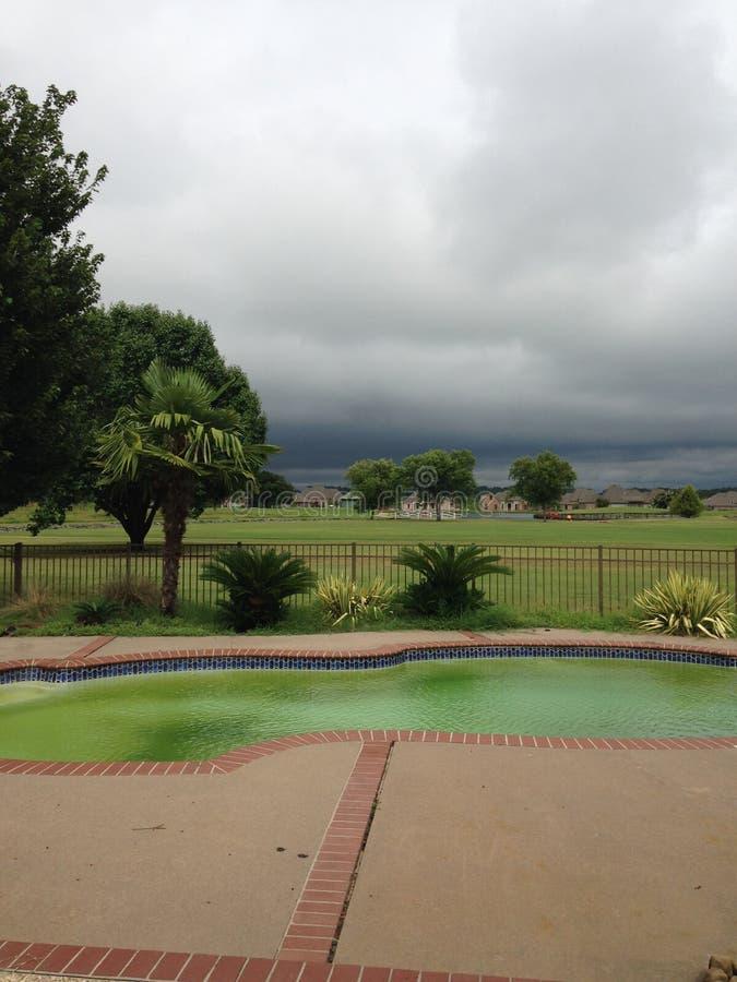 Primavera Stormclouds recolectado en la distancia fotografía de archivo libre de regalías