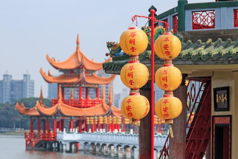 Primavera y Autumn Pavilions, Lotus Pond, Kahosiung imagen de archivo libre de regalías