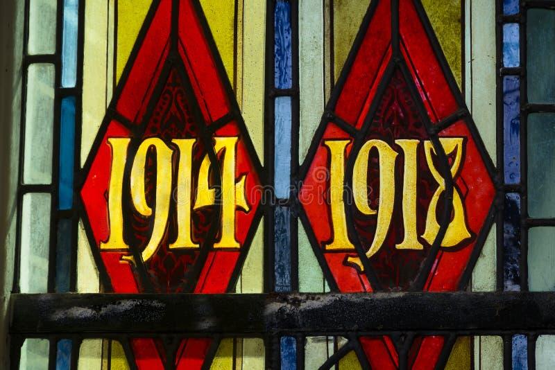 Prime date di guerra mondiale in vetro macchiato fotografia stock libera da diritti