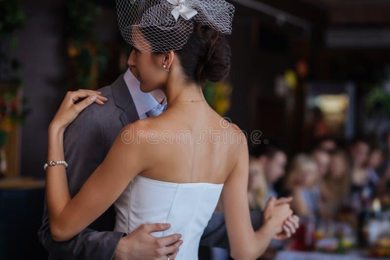 Primeira dança do casamento fotografia de stock