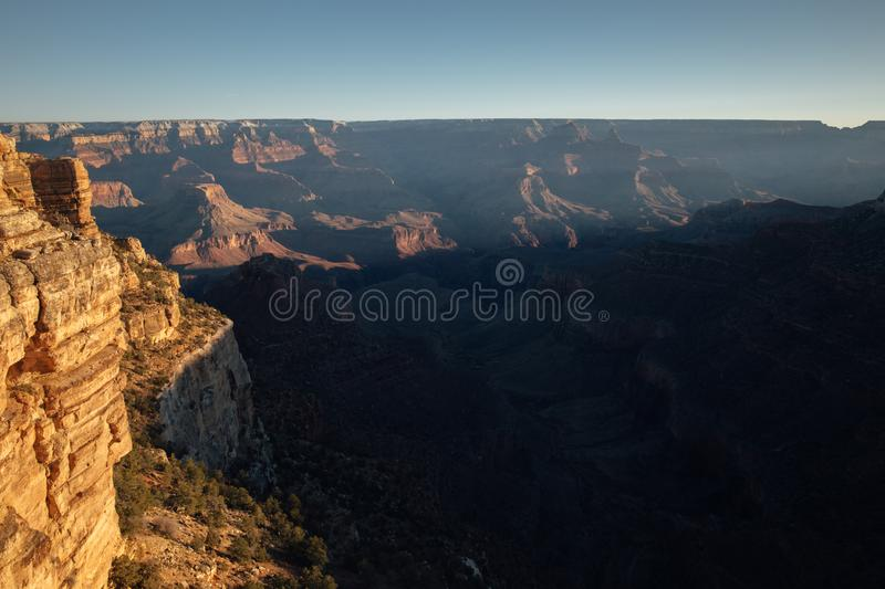 Primeira luz sobre Grand Canyon, AZ fotografia de stock royalty free