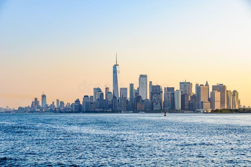 A primeira luz sobre o Lower Manhattan, NYC, EUA imagem de stock