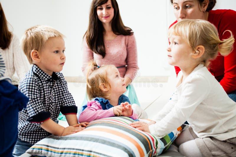 Primeiro dia das crianças no jardim de infância fotos de stock royalty free