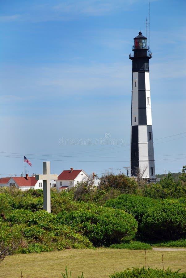Primeiro monumento transversal de aterrissagem e cabo novo Henry Lighthouse, Virgínia EUA foto de stock royalty free
