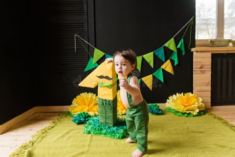 Primeiro partido dos anos de idade com decoração de papel fotografia de stock royalty free