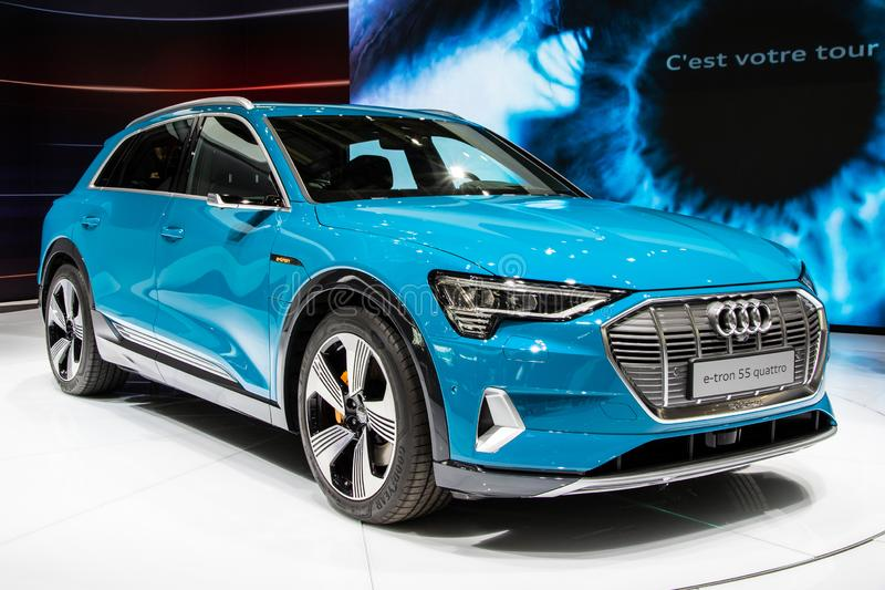 Primeiro SUV carro todo-bonde de Audi E-Tron imagens de stock