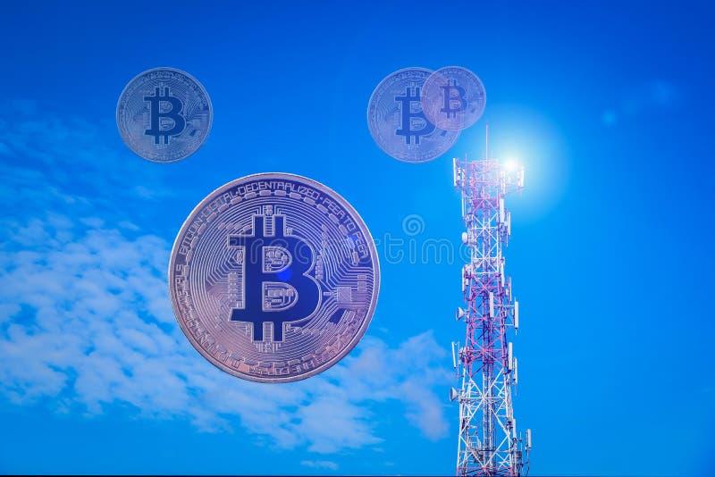Primer Bitcoin en radio de la comunicación y radar en el cielo azul fotografía de archivo libre de regalías