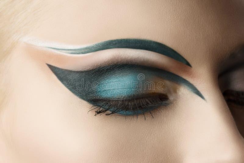 Primer cerrado del ojo con maquillaje imagen de archivo libre de regalías