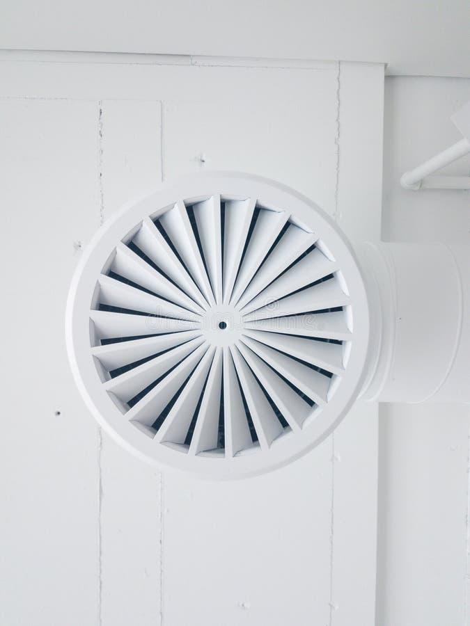 Primer circular de la parrilla del aire acondicionado fotos de archivo