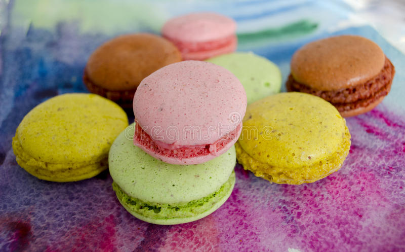 Primer colorido de la variedad de los macarrones Una delicadeza dulce francesa Postre fotografía de archivo libre de regalías