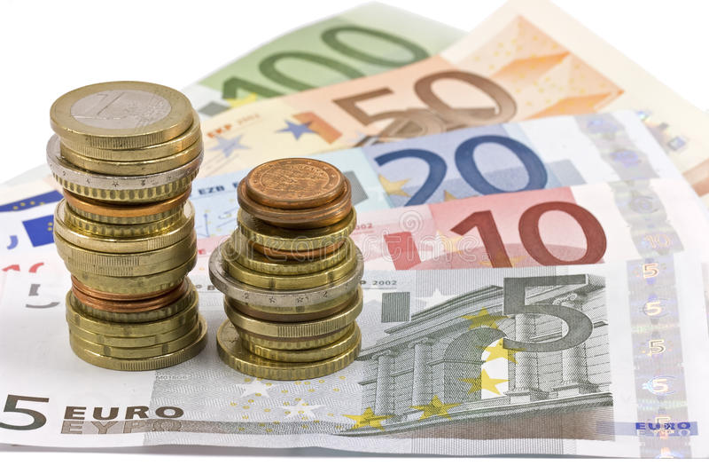 Primer de billetes de banco y de monedas euro fotografía de archivo libre de regalías