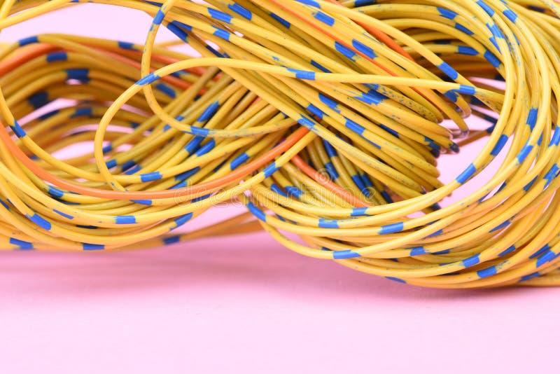 Primer de cables eléctricos imagen de archivo libre de regalías