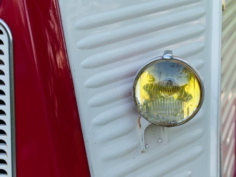 Primer de Car's clásico rojo y blanco Front Parts fotos de archivo libres de regalías