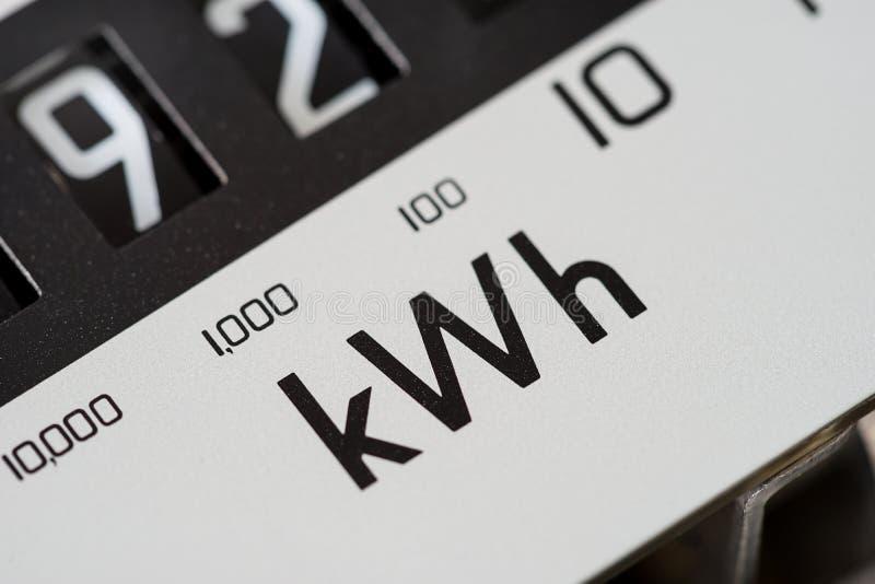 Primer de la macro del dial del metro eléctrico del kilovatio imagenes de archivo