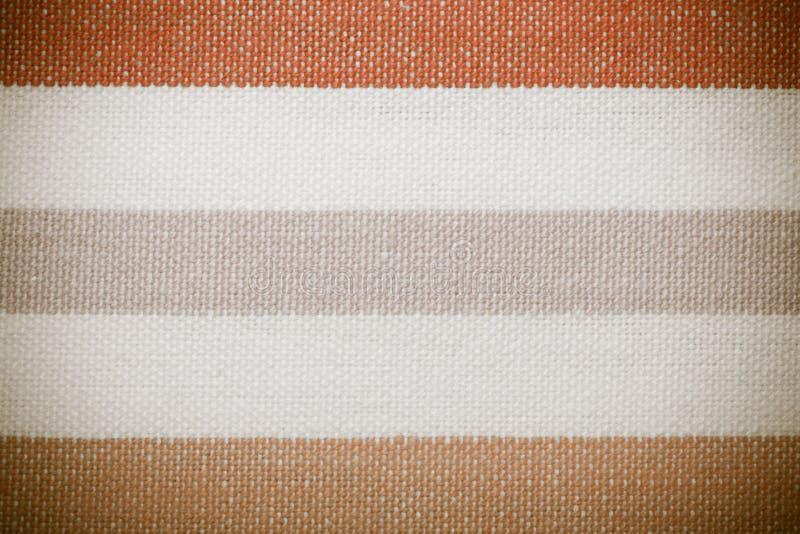 Primer de la materia textil rayada blanca anaranjada gris colorida como fondo o textura fotos de archivo libres de regalías