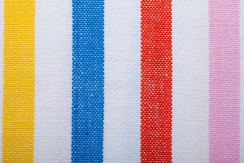 Primer de la materia textil rayada colorida como fondo o textura foto de archivo libre de regalías