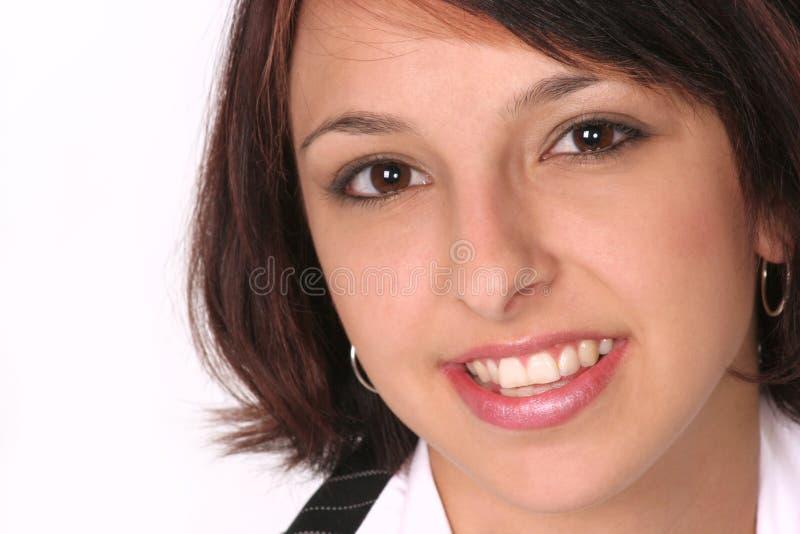 Primer de la muchacha que sonríe en usted fotos de archivo libres de regalías