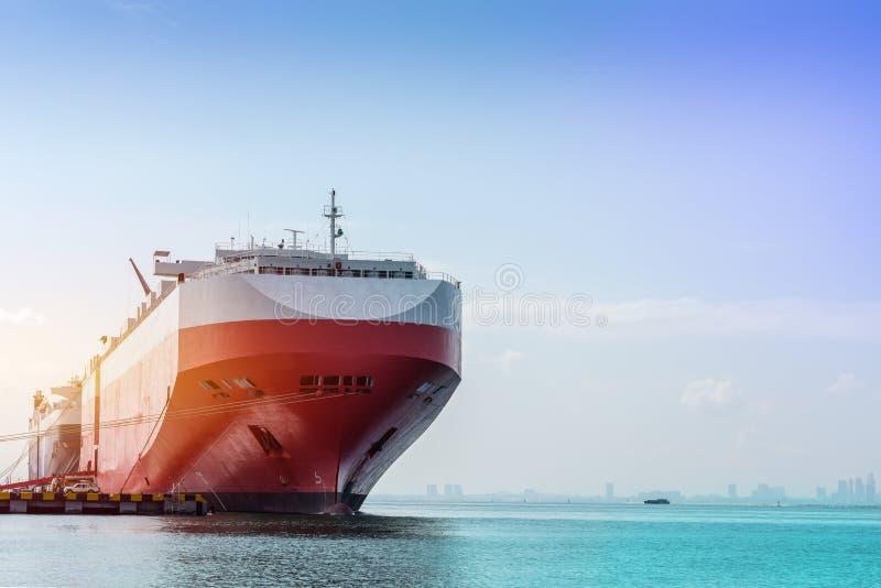 Primer de la nave auto, de la logística y del transporte del portador de coche de internacional imagen de archivo