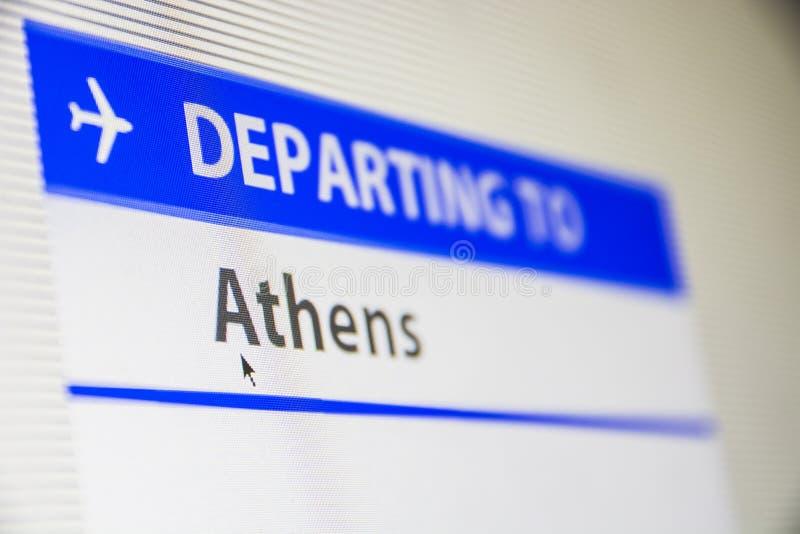 Primer de la pantalla de ordenador del vuelo a Atenas imagenes de archivo