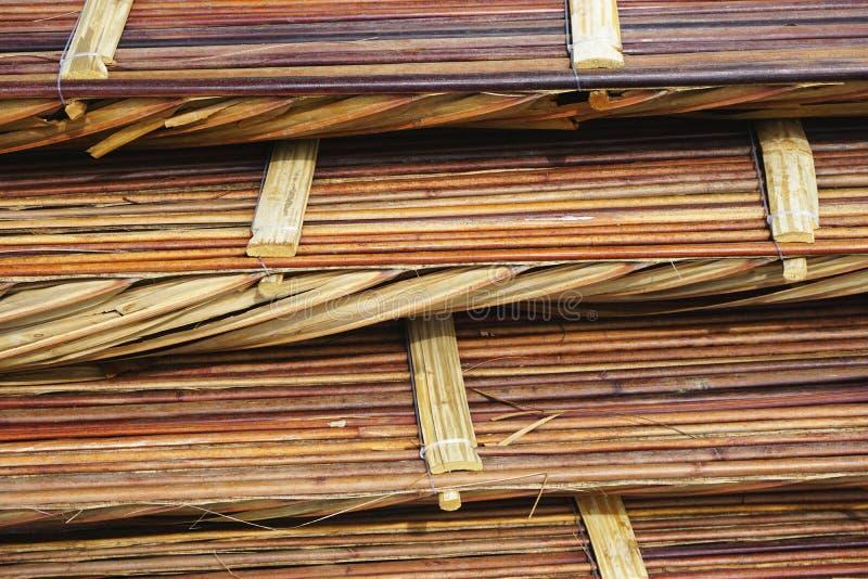 Primer de la pila de esteras que suelan de bambú en Asia sudoriental rural fotografía de archivo libre de regalías