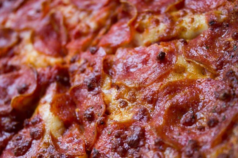 Primer de la pizza de salchichones fotos de archivo libres de regalías