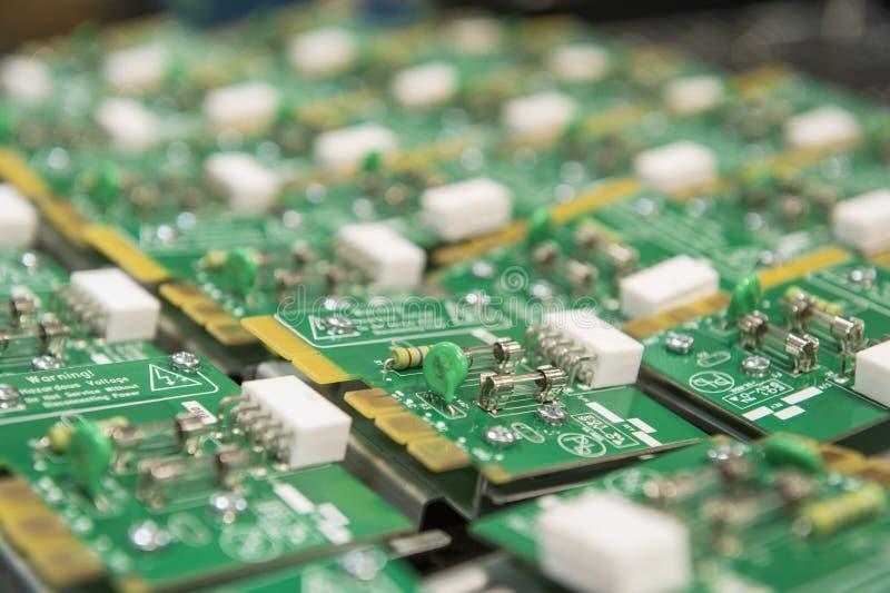 Primer de la placa de circuito en industria de electrónica fotografía de archivo libre de regalías