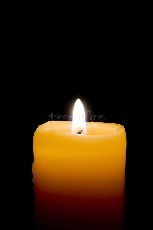 Primer de la vela ardiente foto de archivo libre de regalías