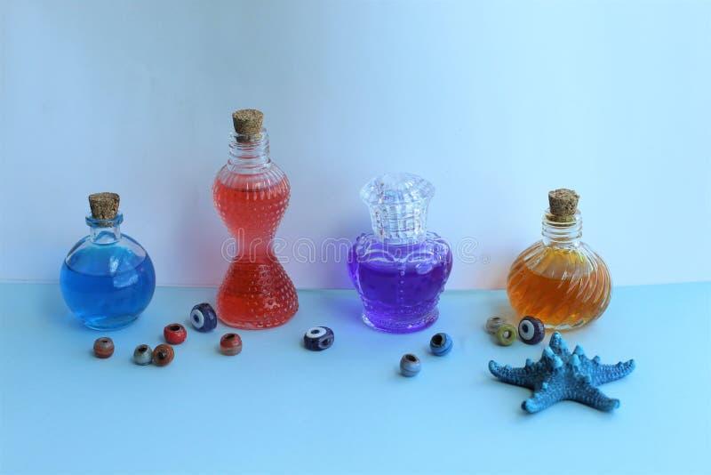 Primer de las botellas de perfume imágenes de archivo libres de regalías